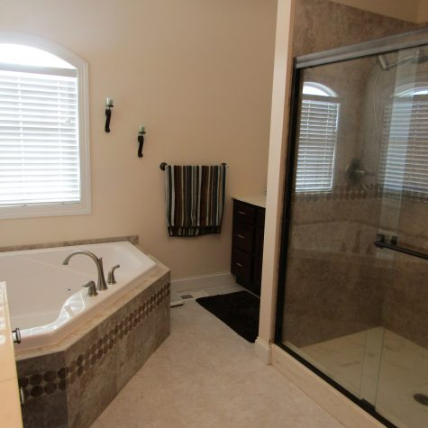 Le Mars Master Bathroom